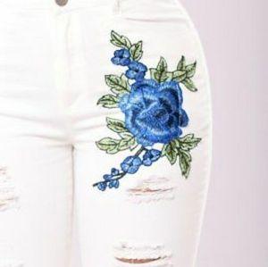 FASHION NOVA BLUE FLOWER JEANS SIZE LARGE