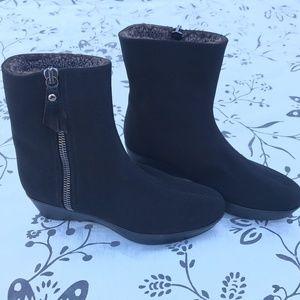 Stuart Weitzman Fur lIned Boots Sz 7.5 M