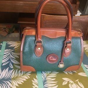 Beautiful vintage Dooney & Bourke handbag