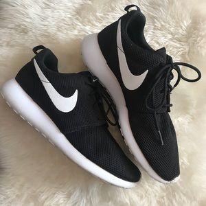 Nike Tanjun Athletic Running Shoes