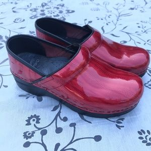 Red Patent Leather  Dansko Clogs sz 37