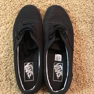 Like new black unisex Vans shoes! Great condition