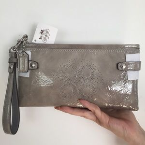 NEVER USED Coach Wallet clutch
