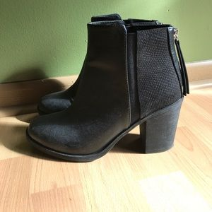 BRAND NEW! H&M Black Leather Chelsea Boots