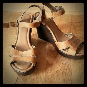 Camel leather sandals
