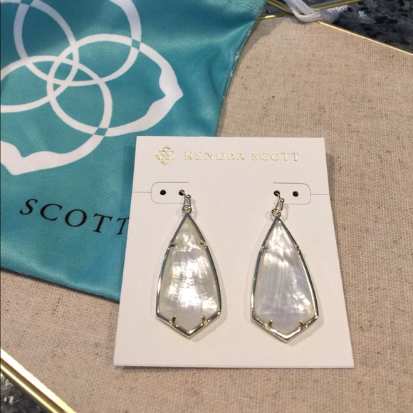 Kendra Scott Jewelry - Kendra Scott Carla Earrings in Ivory Pearl
