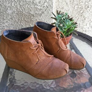 TOMS | Brown suede boots