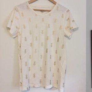 T-shirt with gold metallic pineapple print!
