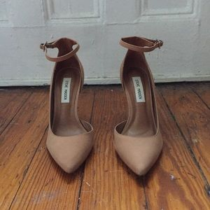 Nude/Camel ankle strap Steve Madden  stilettos