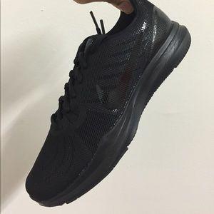 51c3c79b9a27 Nike Shoes - Nike women trainer 7 922929-002
