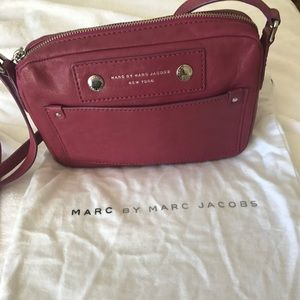 MARC BY MARC JACOBS RASPBERRY CROSS BODY BAH