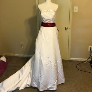 Elegant White Wedding Dress