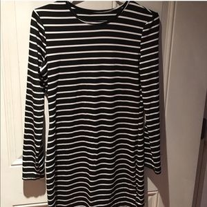 NWOT Black and white long sleeved long Top Rayon