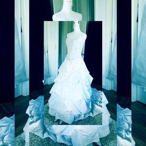 Dresses & Skirts - 💝gorgeous wedding 👰 dress 💝