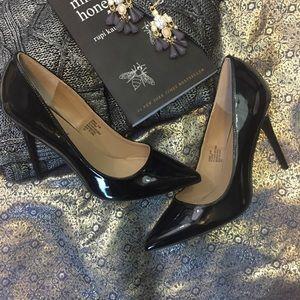 Madden Girl Shinny Black Pointy Toe Heels Size 8.5