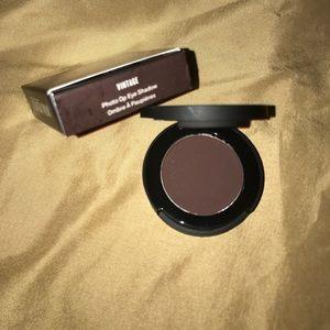 SMASHBOX photo op eye shadow. In shade: VINTAGE