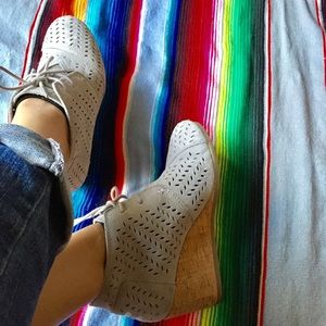 TOMS Gray suede booties