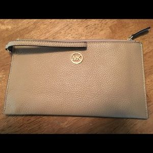 New Authentic Michael Kors Fulton leather clutch