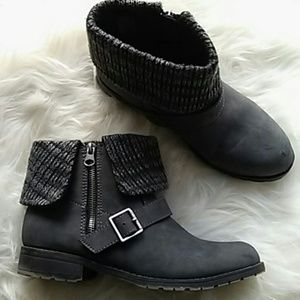 SIZE 8 SWEATER CUFF ANKLE BOOTS