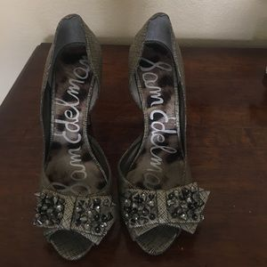 Sam Edelman shoe with studded accent bow.