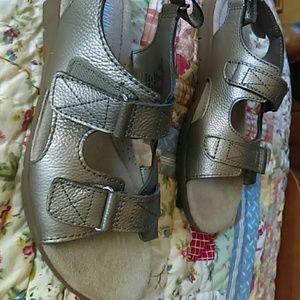 Cobbie Cuddlers Metalic Velcro Sandals 7.5