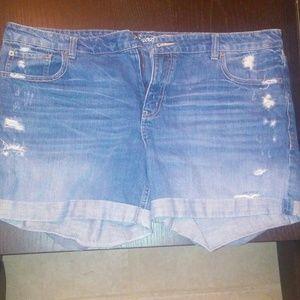 American eagle destructed jean shorts 18