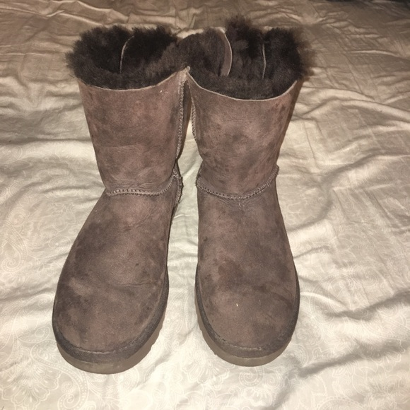 2e60a79467b Short chocolate brown bailey bow Ugg boots