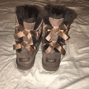 Short chocolate brown bailey bow Ugg boots