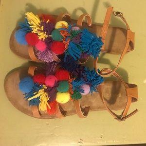 Pom Pom sandals!