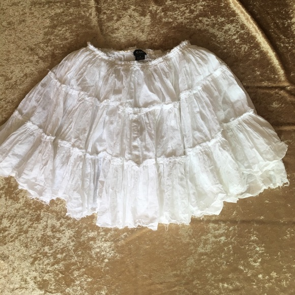 7757cc968b9 etc Dresses   Skirts - White Short Tiered Gypsy Broomstick Skirt NWOT S