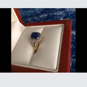 Blue sapphire and diamond gold ring