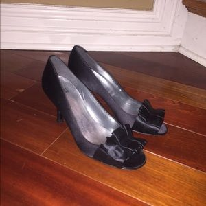 New Stuart Weitzman Bow satin sandals heels