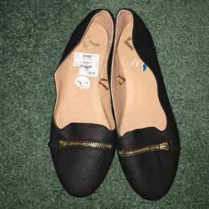 Brand New Report flats! Size 10W. Never worn