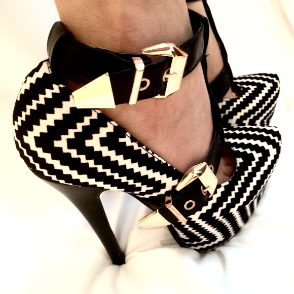 5edb19ba234 NWOT Guilty Soles Exotic zigzag platform heels