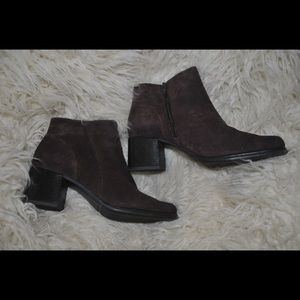 White Mtn Brown Booties Size 8