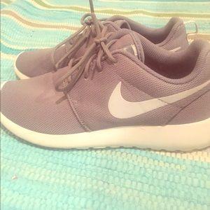 Nike Roshe 1- women's size 9- EUC