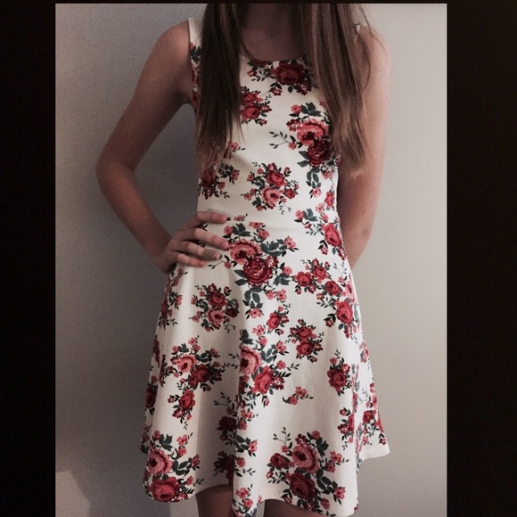 6f14c7c191 H M Dresses   Skirts - Hm dress size 4 floral white red rose skater flare