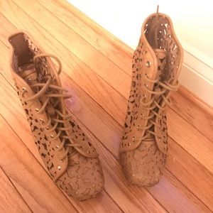 Jeffrey Campbell Lita Daisy platforms. Size 9. New
