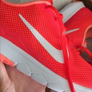 Nike women flex run experience sneakers