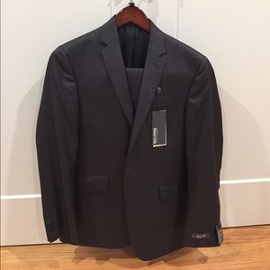 .BRAND NEW Kenneth Cole suit.