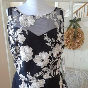 NWT! Lovely Black & White Floral Fit & Flare Dress