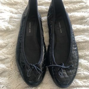 LONDON SOLE BLK PATENT CROCODILE FLAT SIZE 9