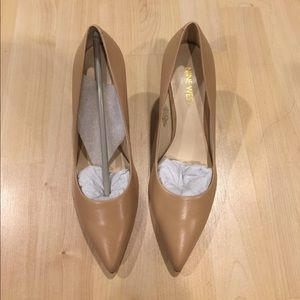 NWT Nine West Pointed Toe Pumps