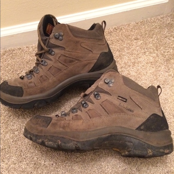 677fc21717c LL Bean hiking boots, made in Italy