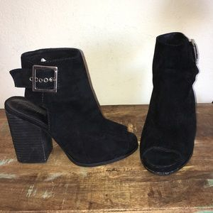 GREAT COND BLACK SUEDE JEFFREY CAMPBELL BOOTiES 9