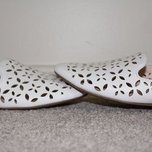 Jaclyn Smith flats