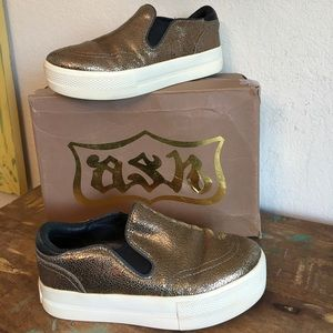 GOOD COD ASH TENNIES SZ 36 BRONZE GOLD COLOR