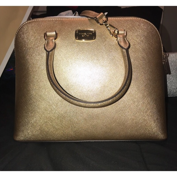 5825cedeb63fb2 Michael Kors Bags | Cindy Gold Nwt Originally 348 | Poshmark