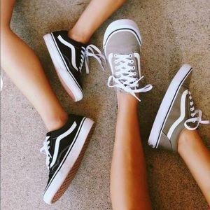Vans Old Skool Sneakers {Black&White} 5.5