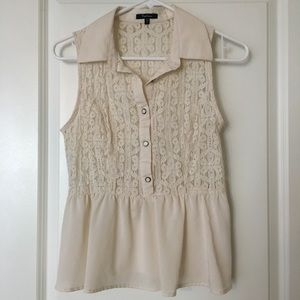 Creamy lace button up sleeveless peplum blouse